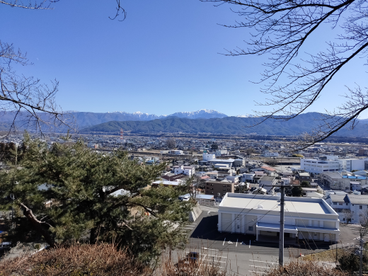 「春日城址」本丸から東側を望む