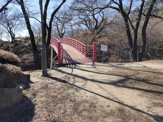 「春日城址」二の丸から本丸に通じる橋